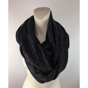 Vince Camuto Cowl/Infinity scarf